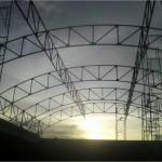 Pemasangan konstruksi baja atap gedung aula smkn 3 berau kaltim
