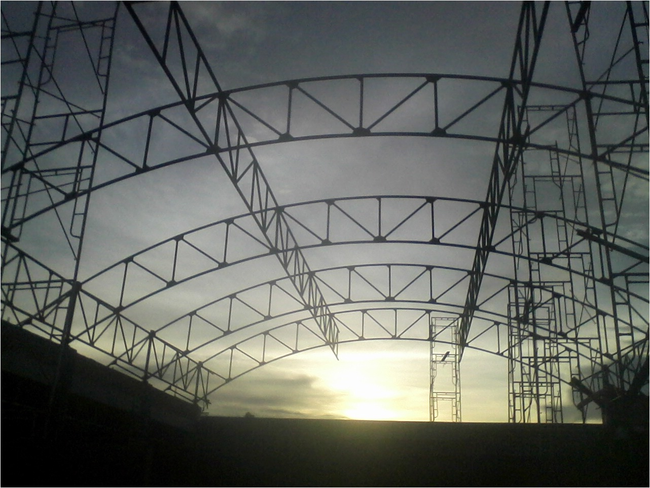 konstruksi besi, baja, berat,atap,lengkung,aula,gedung,gor,stadion