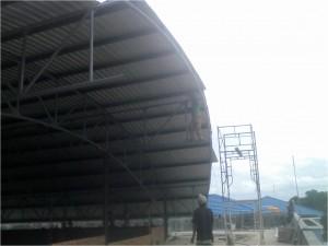 konstruksi besi, baja, berat,atap,lengkung,aula,gedung,gor,stadion,spandek,gelombang